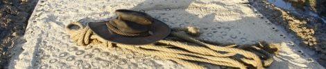 TDJ Mudsafe med cowboyhat og tov
